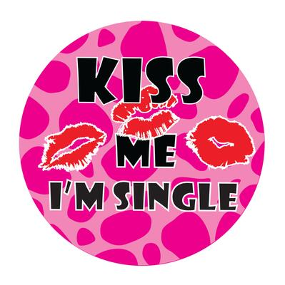 "Party Badge "" Kiss me I'm Single"""